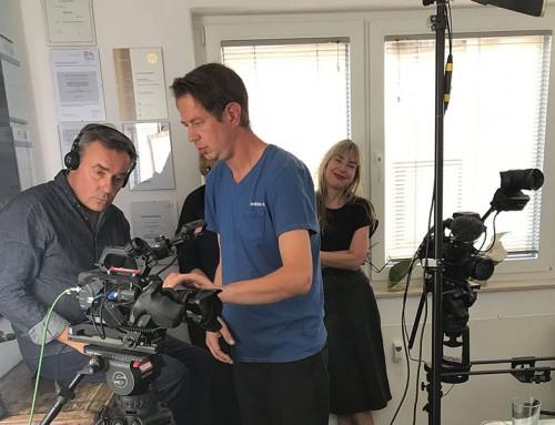 Spot an, Kamera läuft – Praxis wird zum Filmset